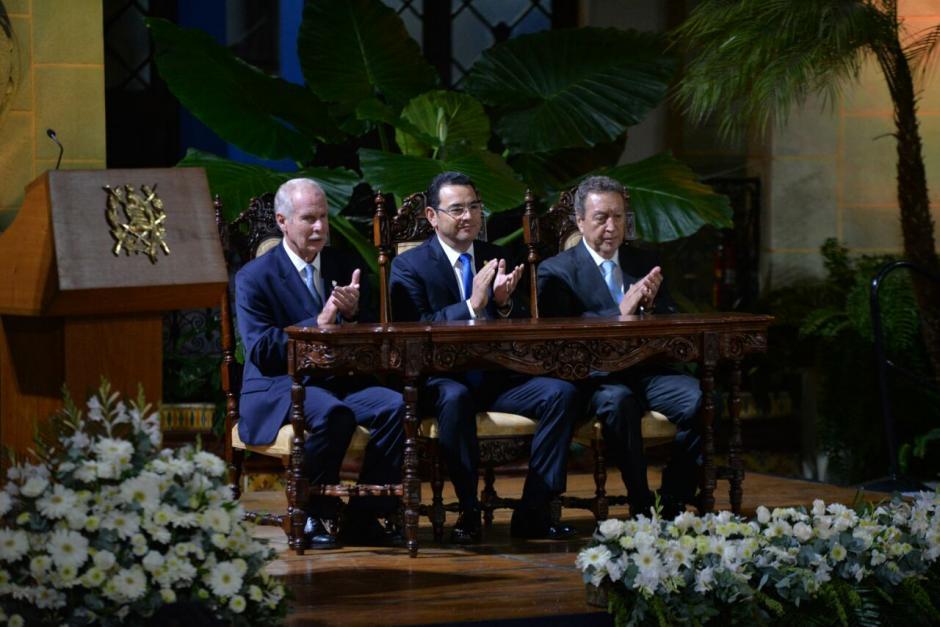 En el interior del Palacio Nacional, los expresidentes y el mandatario actual hablaron sobre los Acuerdos. (Foto: Wilder López/Soy502)