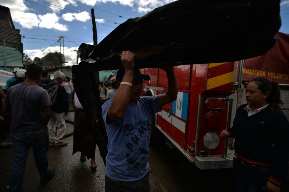 En total, 30 familias se vieron afectadas por el incendio. (Foto: Wilder López/Soy502)
