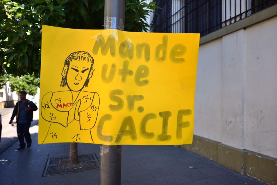Los manifestantes criticaron las decisiones de la actual ministra de Salud, Lucrecia Hernández Mack. (Foto: Jesús Alfonso/Soy502)