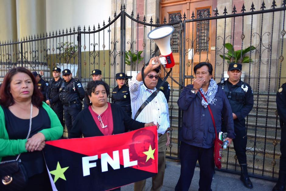 Los representantes del FNL piden mejor manejo de los recursos del sector salud y que se renueven contratos. (Foto: Jesús Alfonso/Soy502)
