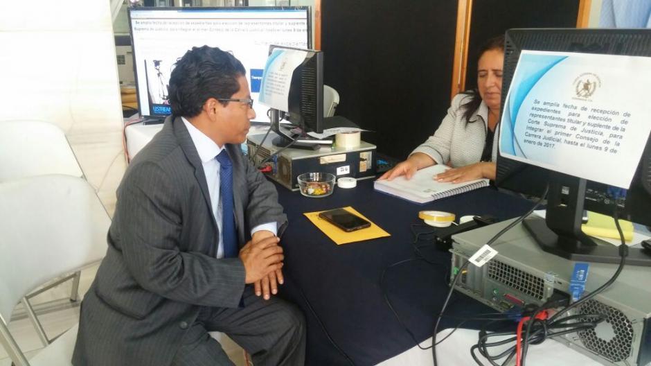 Walter Brenner Vásquez, quien fue asesor de la OIM y del Bufete Popular, fue el tercero en presentar su expediente. (Foto: OJ)