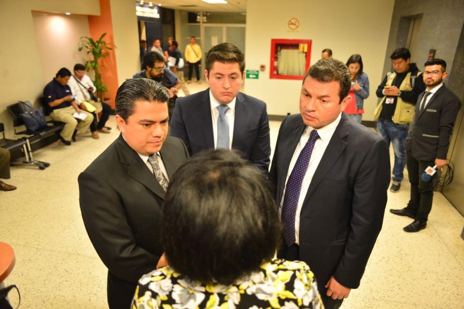 López Villatoro llegó con su abogado a presentar un memorial sobre la investigación que existe en su contra. (Foto: Jesús Alfonso/Soy502)