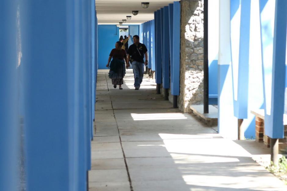La presencia policial  disminuyó dentro del centro asistencial. (Foto: Alejandro Balam/Soy502)