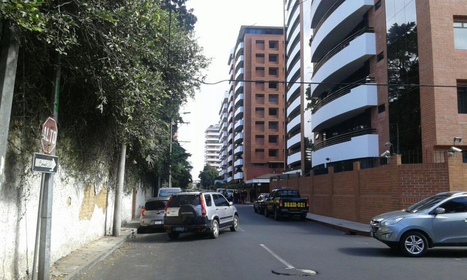 El apartamento junto a tres bodegas e igual número de parqueos fueron entregados por el MP a la Senabed. (Foto: MP)