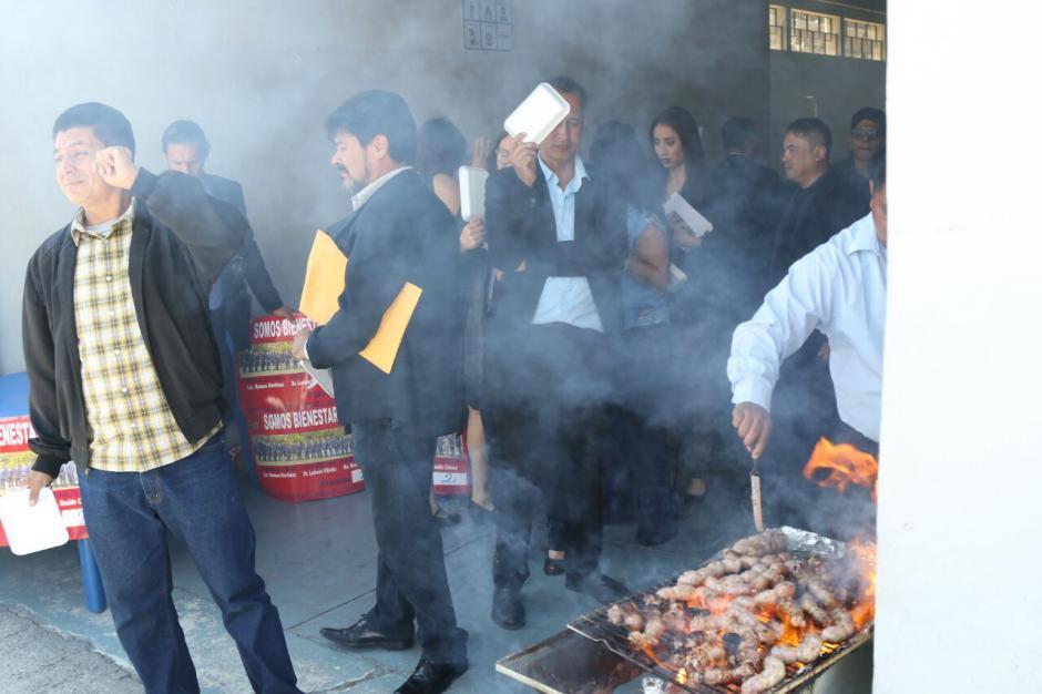 La carne asada fue parte del menú. (Foto: Alejandro Balam/Soy502).