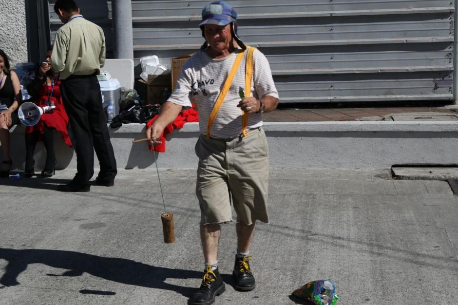 Un Chavo del 8 también amenizaba la actividad. (Foto: Alejandro Balam/Soy502).