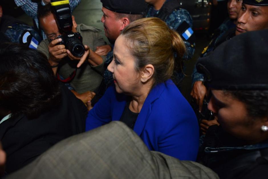 Stalling fue apoyada por su equipo legal para lucir formal después de haber sido capturada. (Foto: Jesús Alfonso/Soy502)
