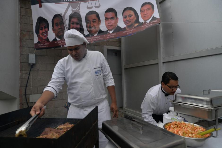 Las planillas ofrecieron comida para los simpatizantes. (Foto: Wilder López/Soy502)