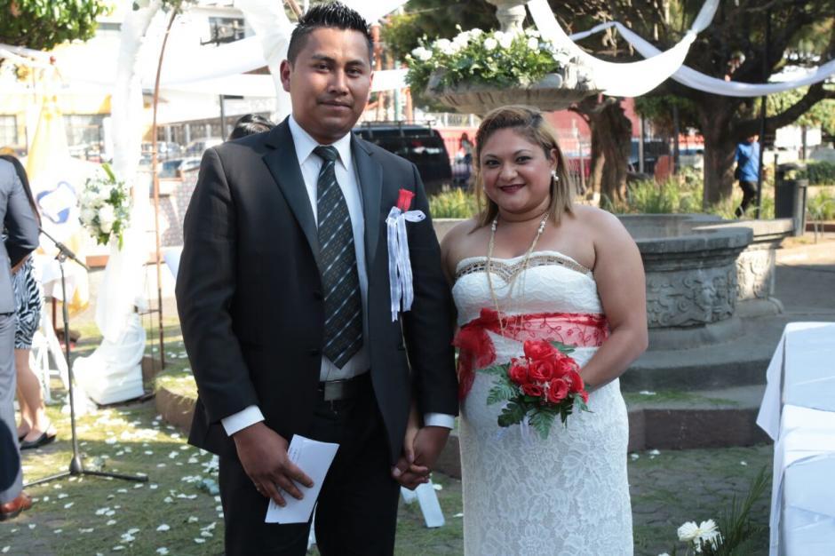 La tarde del 14 de febrero fue la mejor fecha que escogieron los enamorados.  (Foto: Alejandro Balán/Soy502)