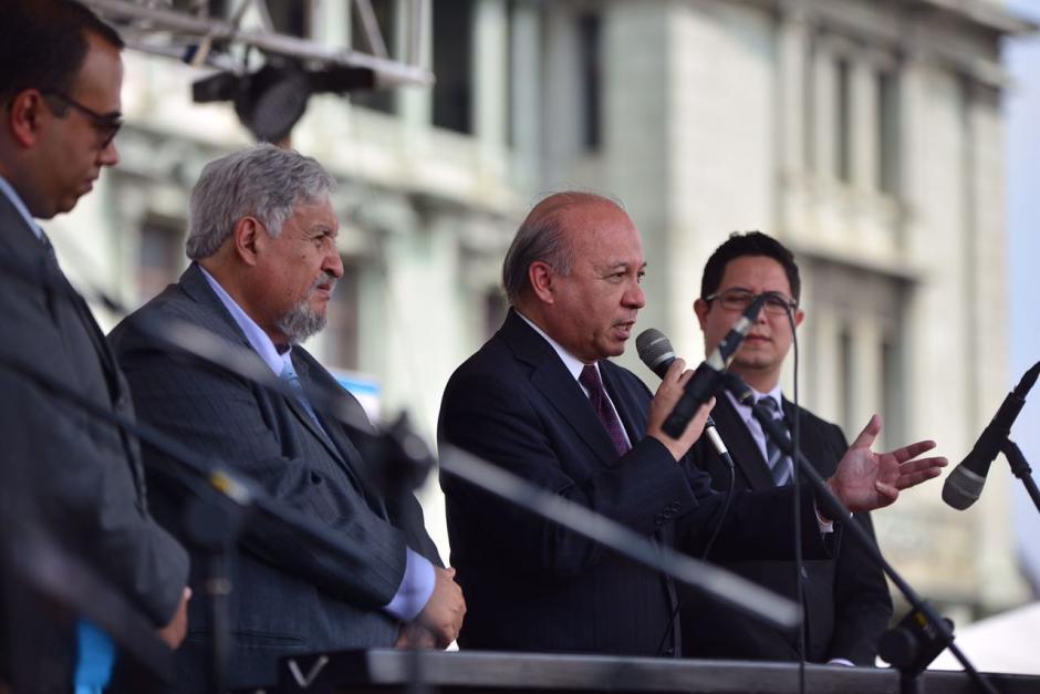 El ministro de Cultura, José Luis Chea dijo que la obra se retomará tras nueve años de abandono. (Foto: Jesús Alfonso/Soy502)
