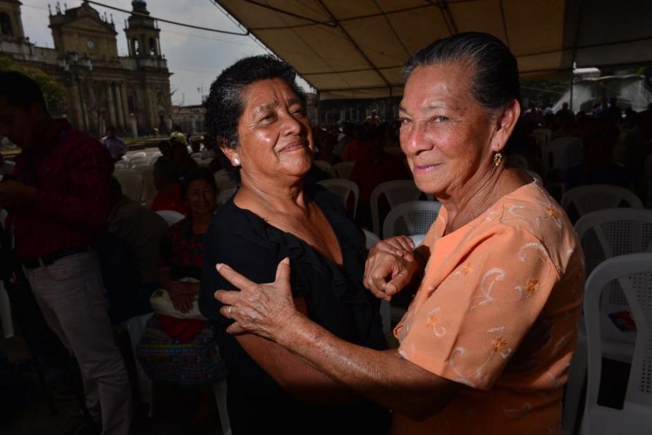 Las personas dieron rienda suelta a los pasos de baile. (Foto: Jesús Alfonso/Soy502)