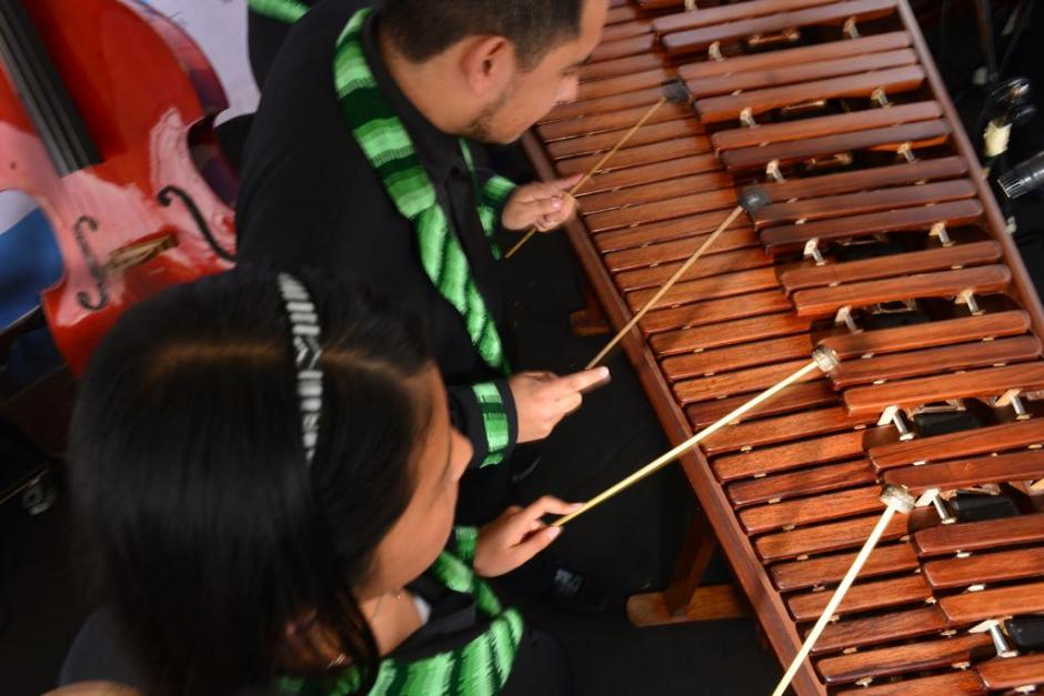 Jóvenes de la Marimba de la Municipalidad de San Lucas abrieron el recital. (Foto: Jesús Alfonso/Soy502)