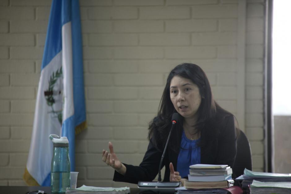 La jueza Ericka Aifán resolvió que los implicados enfrenten juicio a cargo del Tribunal A de Mayor Riesgo. (Foto: Wilder López/Soy502)
