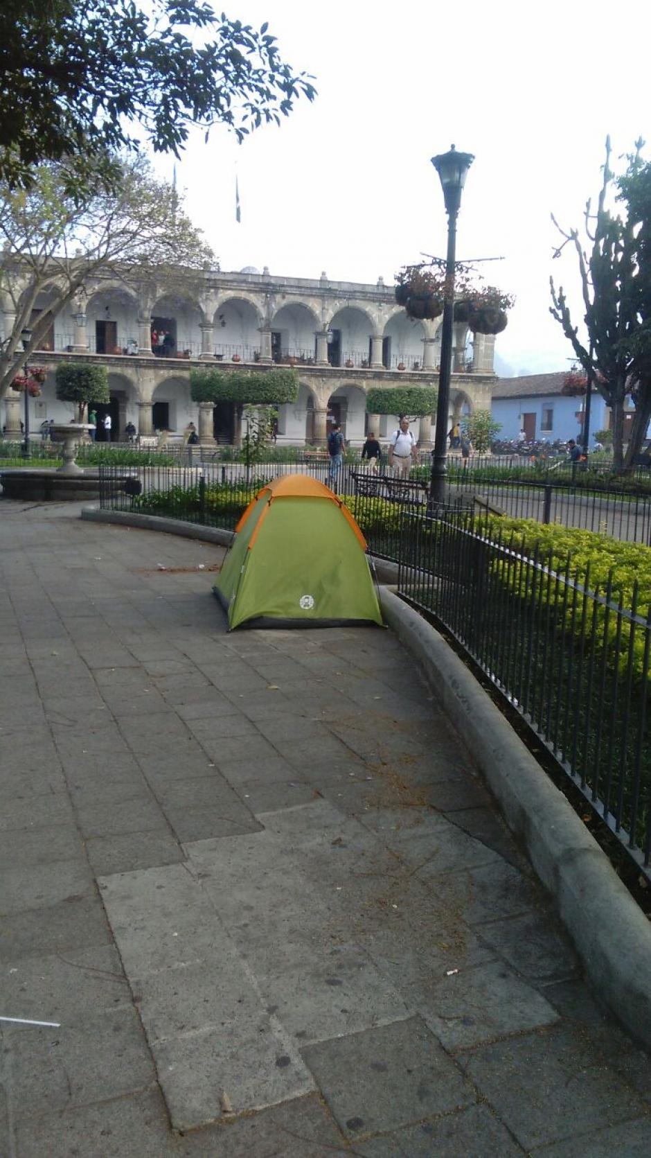 El hecho asombró a los transeúntes que se dirigían a sus trabajos la mañana del viernes. (Foto: Pablo Solís/Nuestro Diario)
