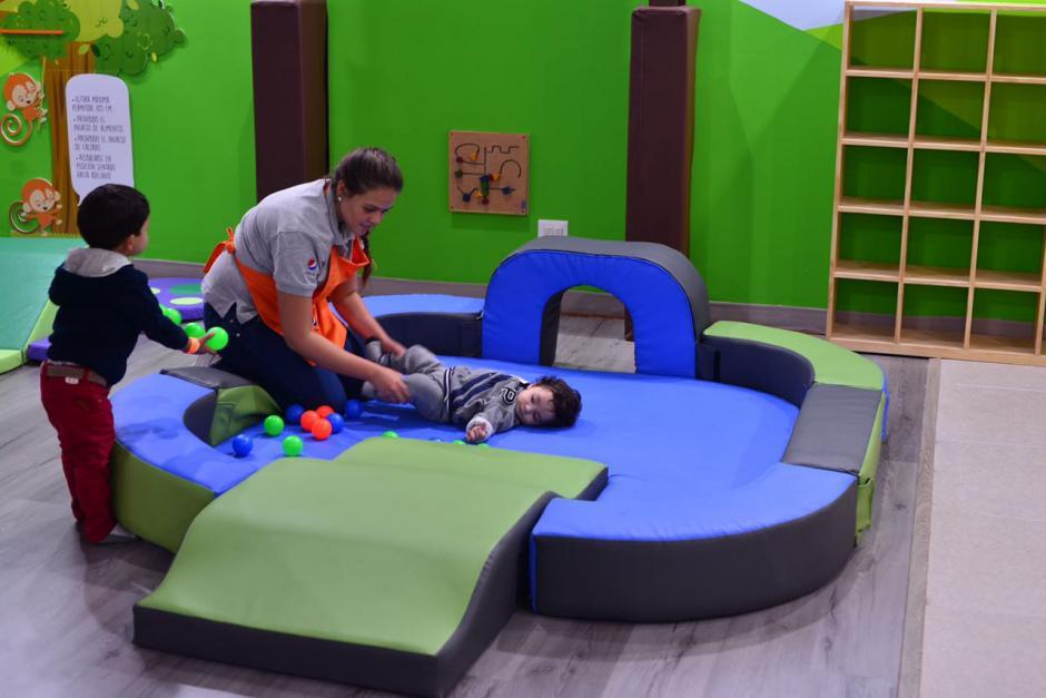 En el lugar también hay un espacio para que los más pequeños jueguen sin peligro.(Foto: Jesús Alfonso/Soy502)