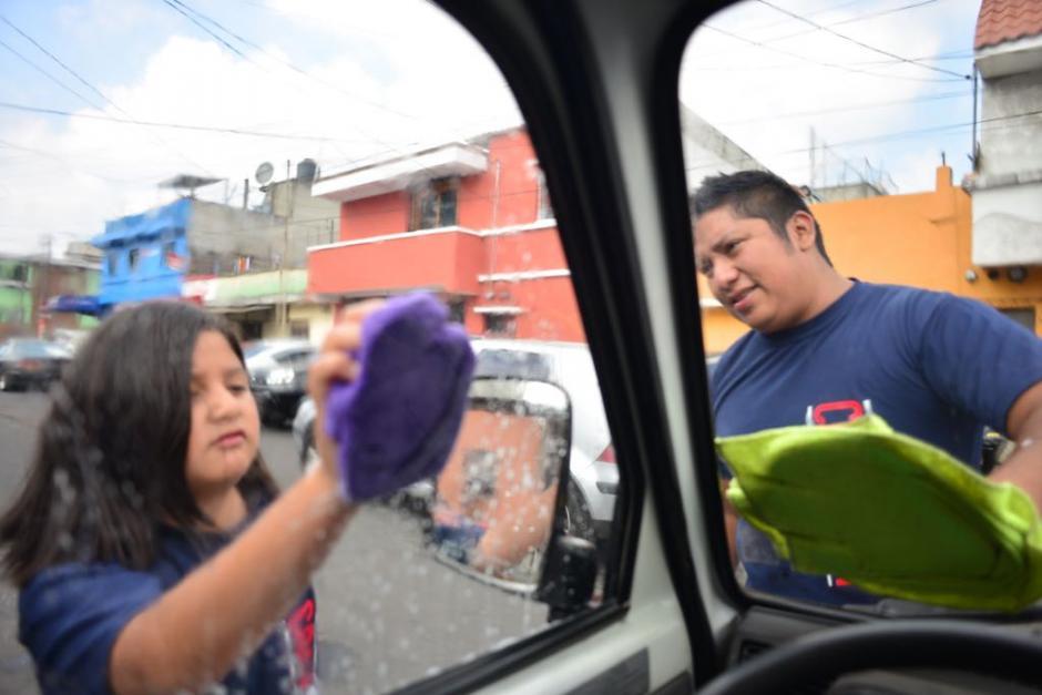 Niños también apoyaron en la actividad. (Foto: Jesús Alfonso/Soy502)