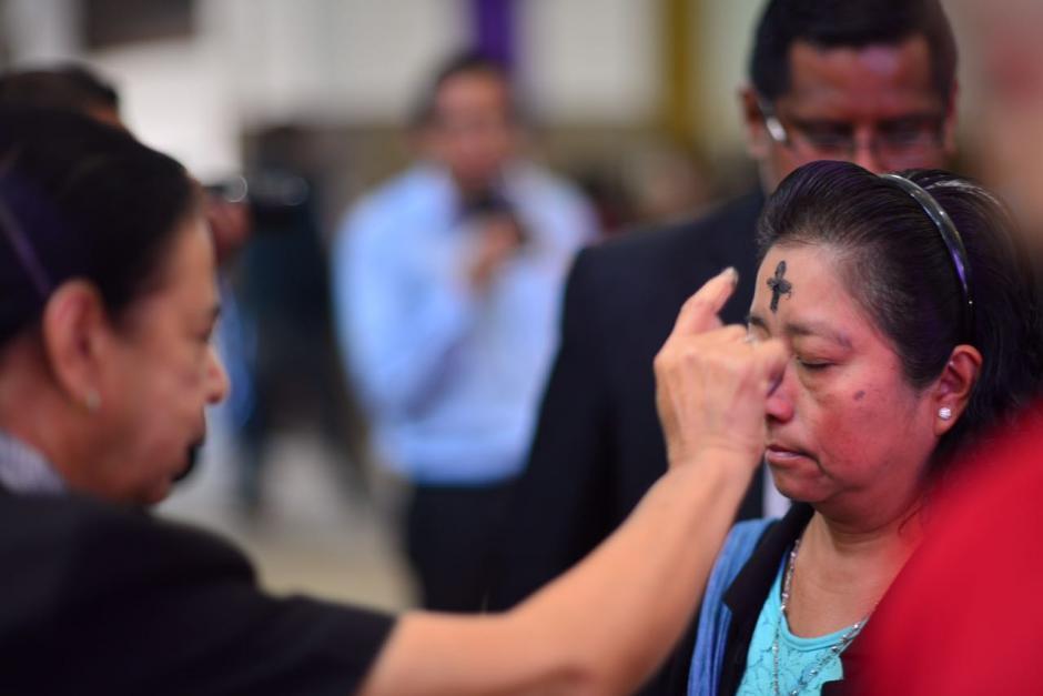Las ceniza simbolizan la caducidad de la condición humana y es también un signo penitencial. (Foto: Jesús Alfonso/Soy502)