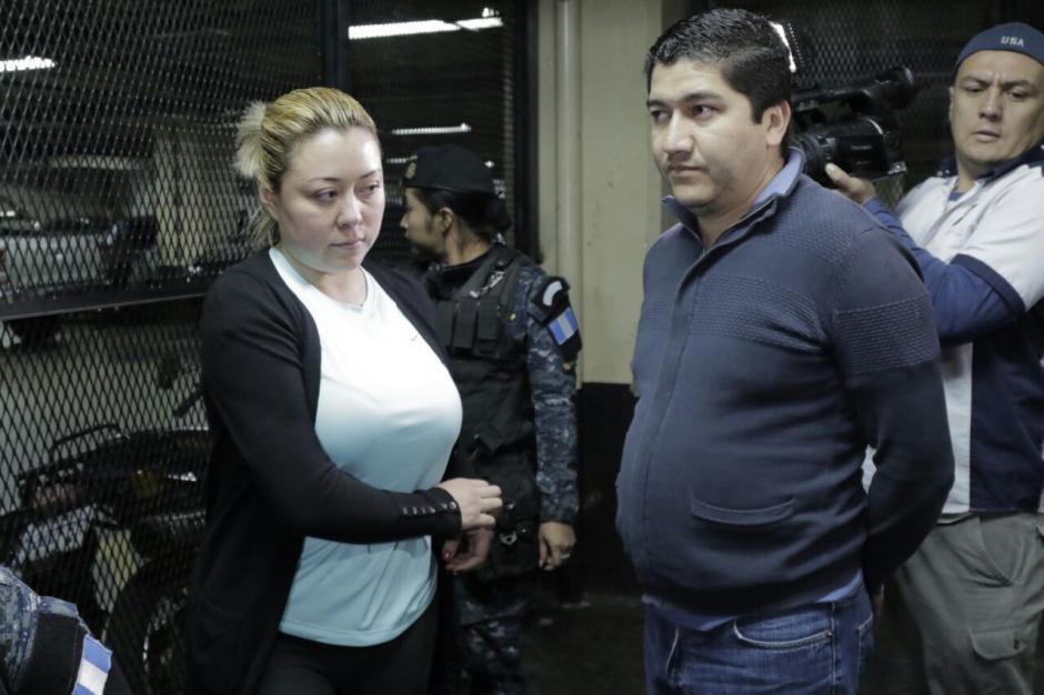 Fue trasladada a la Torre de Tribunales junto con su esposo, ambos acusados de lavado de dinero. (Foto: Alejandro Balán/Soy502)