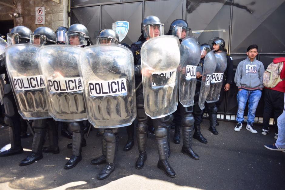 En este momento las autoridades resguardan la entrada del hogar. (Foto: Jesús Alfonso/Soy502)