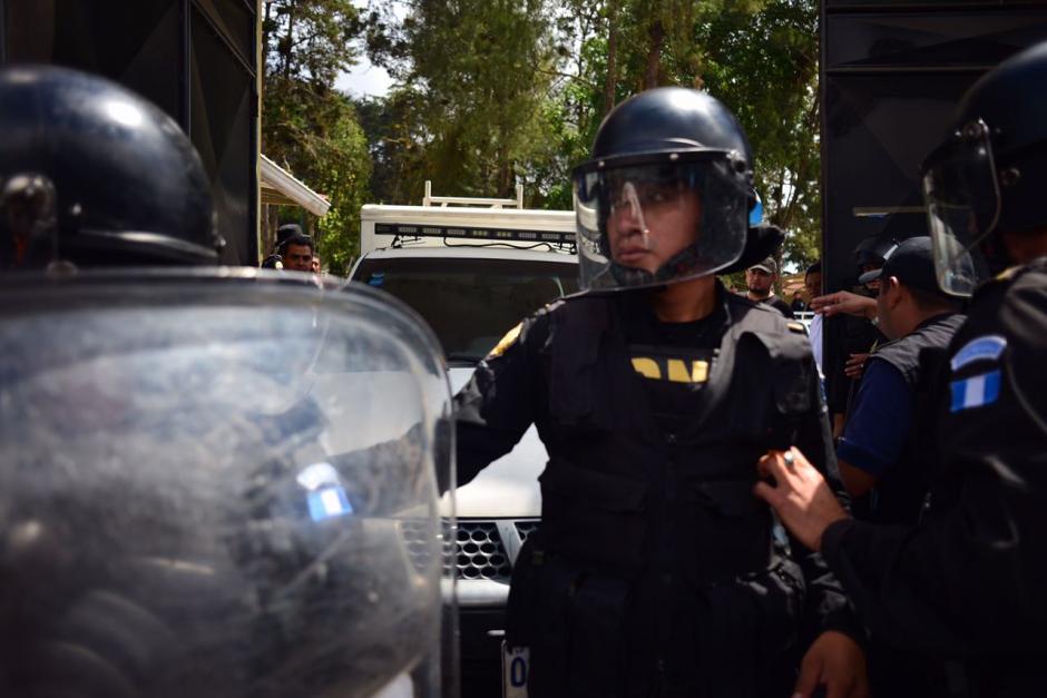 Un carro del Ministerio Público ingresó al hogar para realizar la diligencia. (Foto: Jesús Alfonso/Soy502)