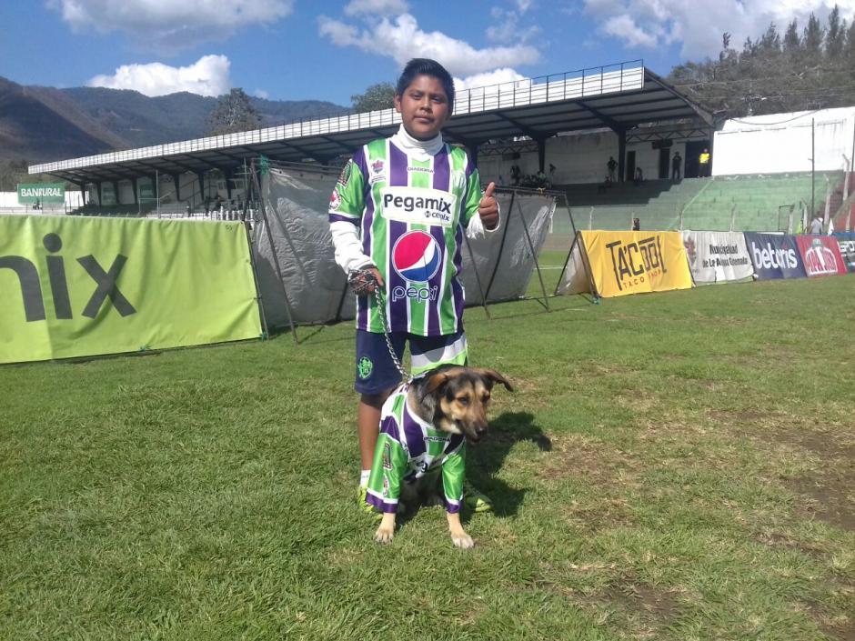 Coby no podía faltar a la cita en el estadio de los aguacateros. (Foto: Pablo Solís/Nuestro Diario)