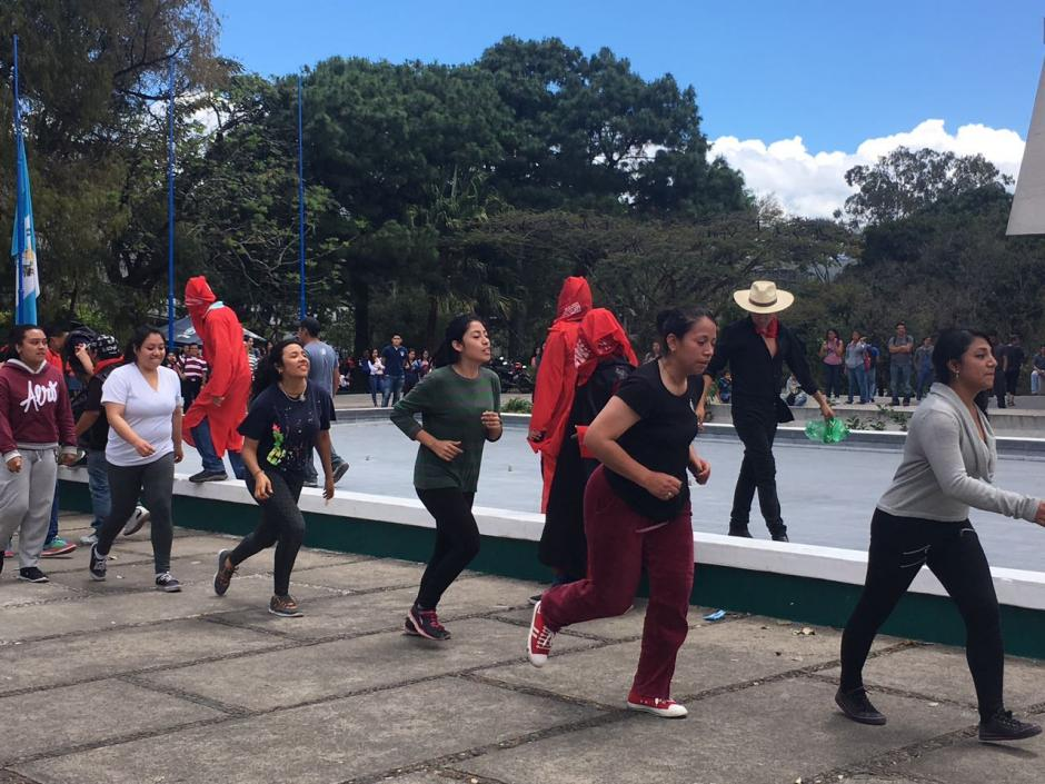 Hombres y mujeres participaron de la actividad en la Usac. (Foto: Fredy Hernández/Soy502)