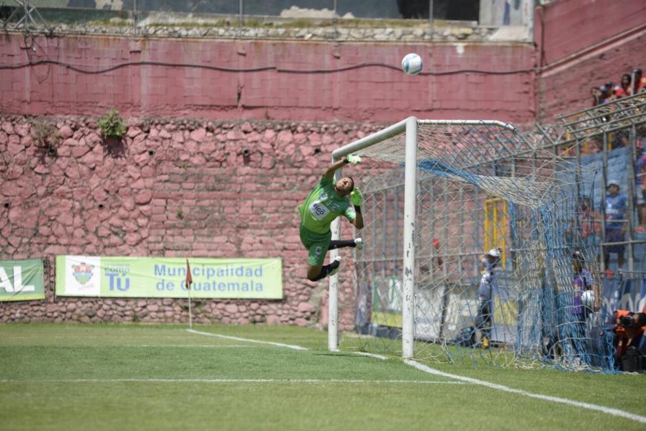 Juan José Paredes libró a su equipo de una goleada. (Fotos: Wilder López/Spoy502)