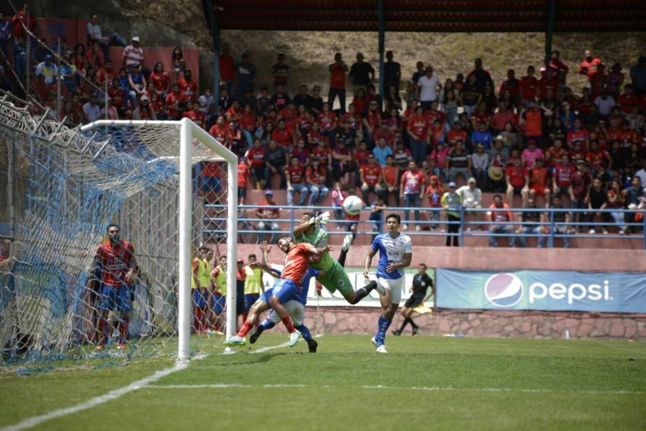 Los rojos se quedan con la victoria. (Foto: Wilder López/Soy502)
