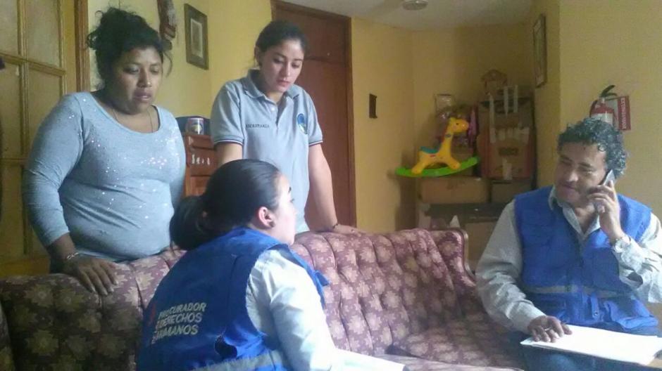 Delegados de la PDH verifican las condiciones en las que se encuentran los menores que fueron trasladados a otros hogares. (Fotos: PDH)