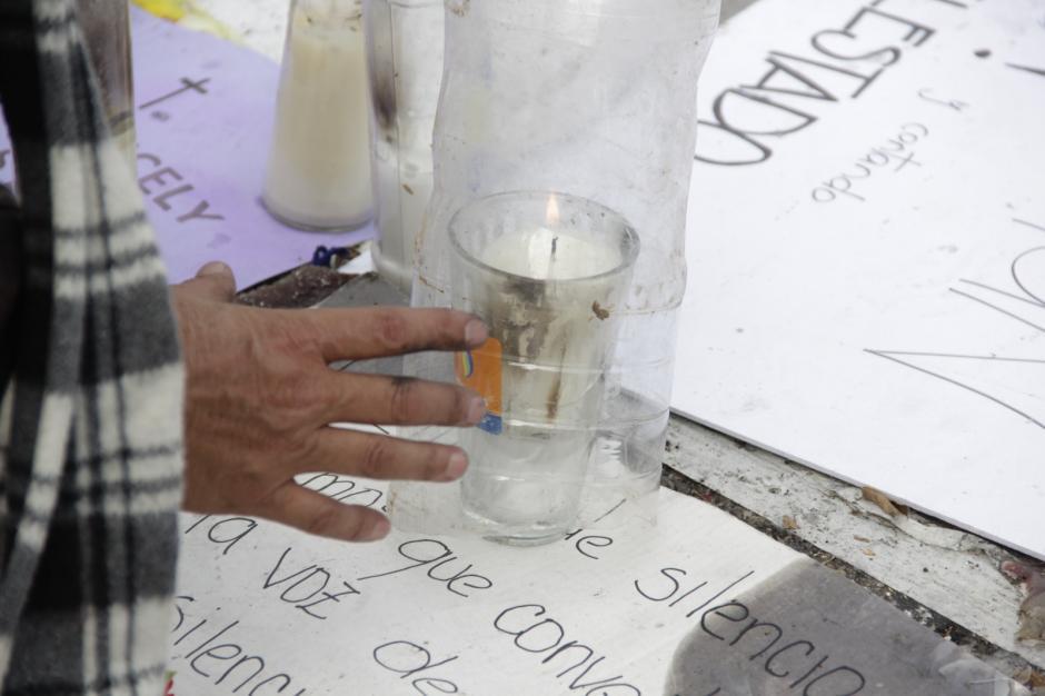 Los manifestantes continúan en la Plaza a pesar de haber iniciado evento religioso. (Foto: Fredy Hernández/Soy502)