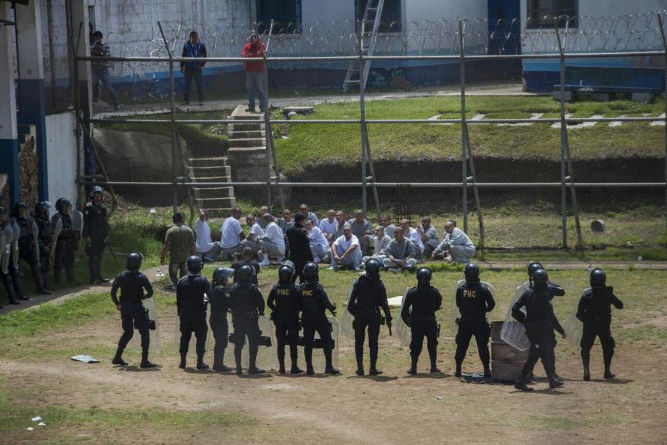 Los jóvenes mantuvieron a cuatro monitores como rehenes. (Foto: Wilder López/Soy502)