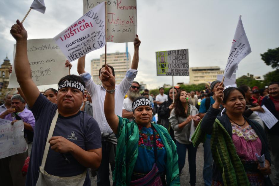 De nuevo varios sectores de la sociedad se unieron a la manifestación pacífica. (Foto: Wilder López/Soy502)