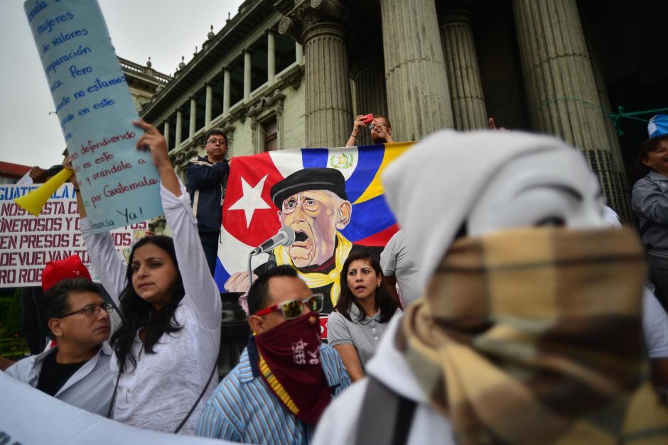 Inconformes llegaron al Palacio Nacional de la Cultura para manifestar contra la corrupción. (Foto: Wilder López/Soy502)