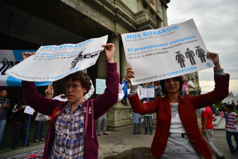 En los carteles se podía leer mensajes en repudio a la corrupción. (Foto: Wilder López/Soy502)