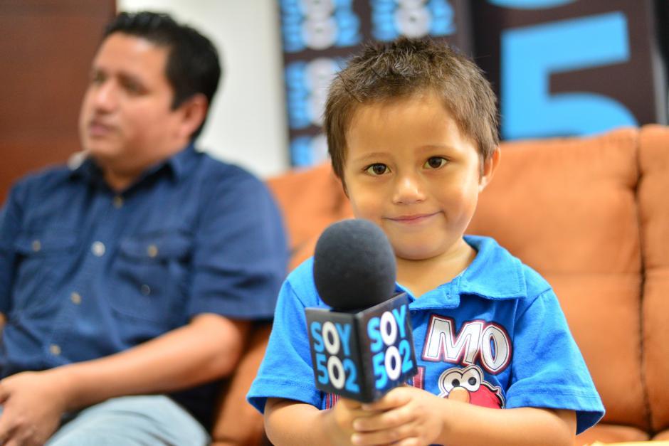 Cada mes y medio, Adrián recibe una transfusión de sangres por lo débiles que son sus glóbulos rojos. (Foto: Wilder López/Soy502)