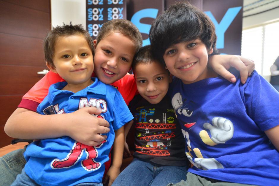 Adrián es el menor de cuatro hermanos a quienes les gusta jugar fútbol. (Foto: Wilder López/Soy502)