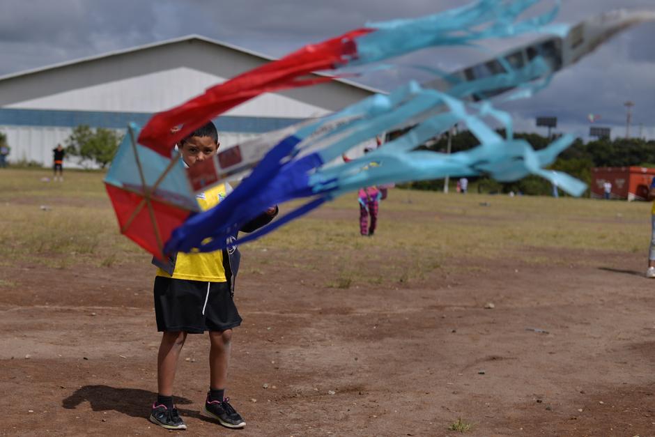 """Un grupo de niños participó en el evento """"Vuela más alto"""". (Foto: Wilder López/Soy502)"""