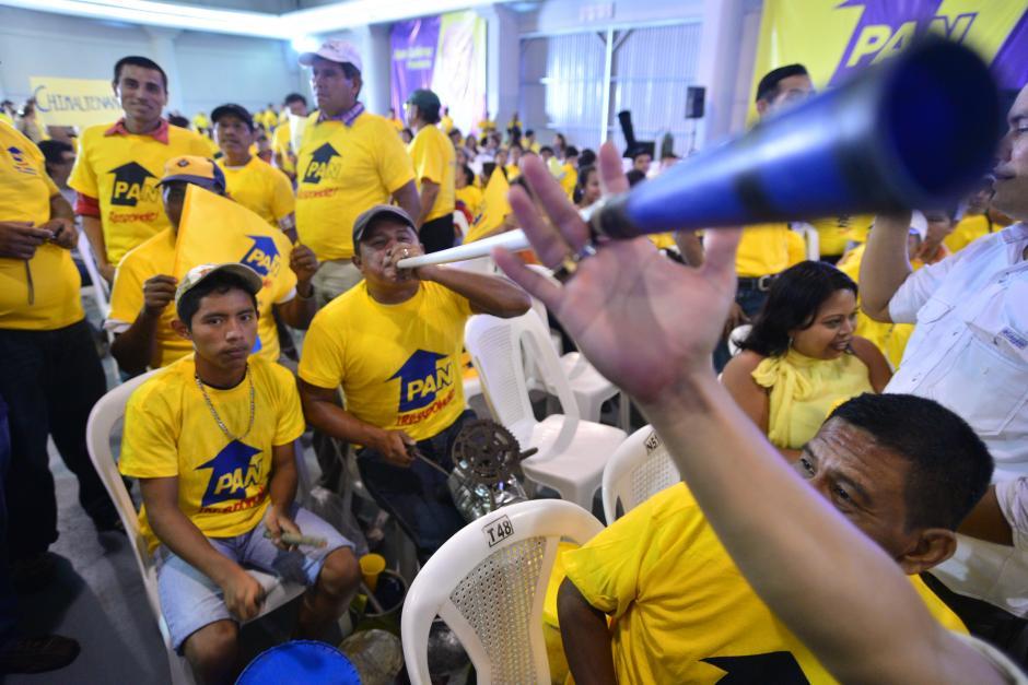La delegación de Izabal se dedicó a cantar y a bailar mientras daba inicio la Asamblea.(Foto Wilder López/Soy502)