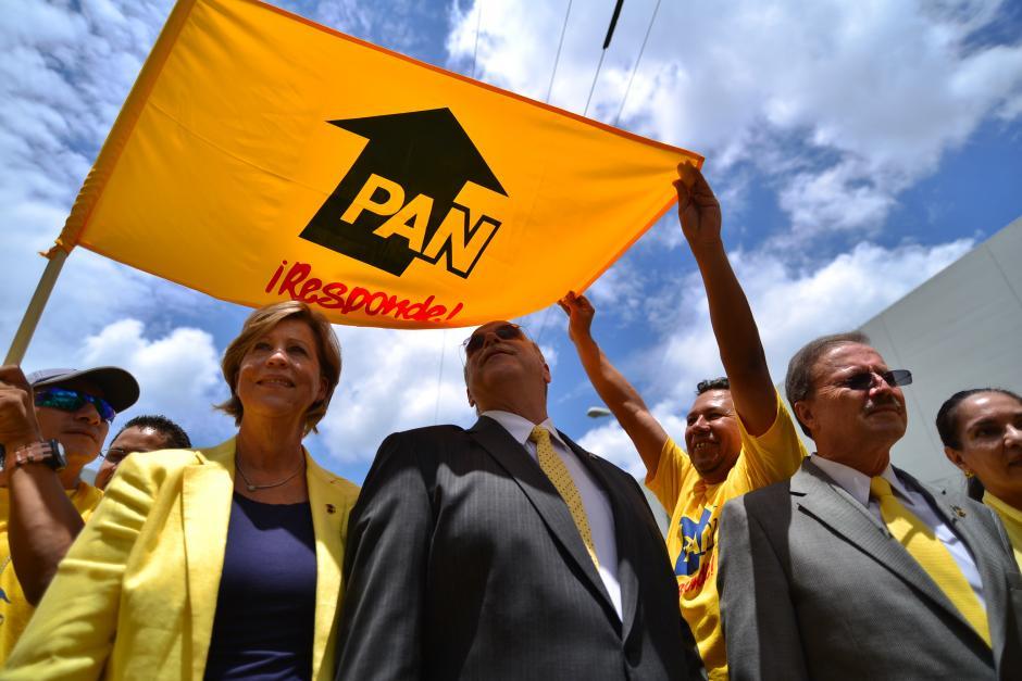 Los candidatos ingresaron al salón acompañados de sus esposas y junto a los miembros del Comité Ejecutivo.(Foto Wilder López/Soy502)