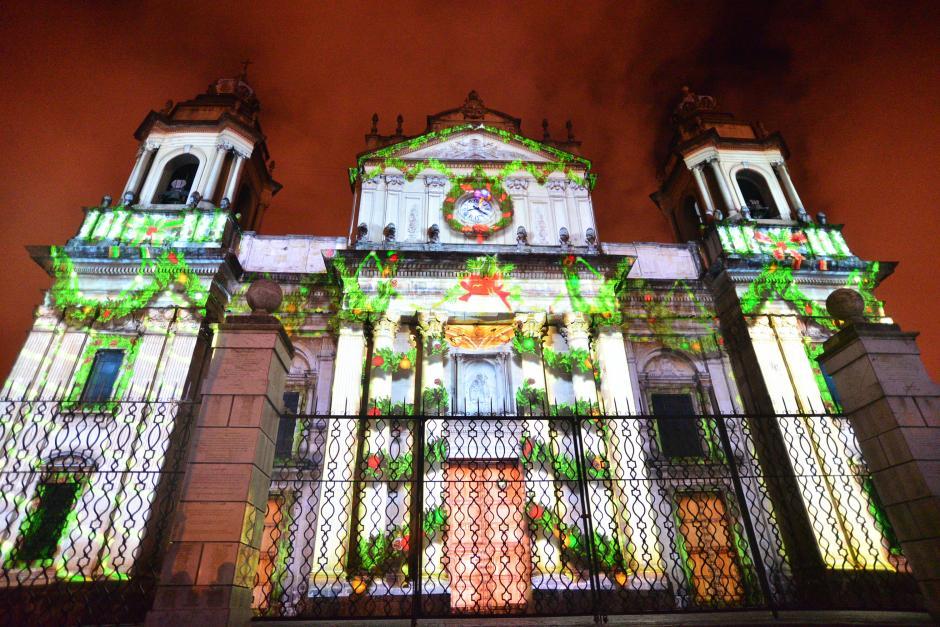La Catedral Metropolitana se vió iluminada esta noche. (Foto: Wilder López/Soy502)
