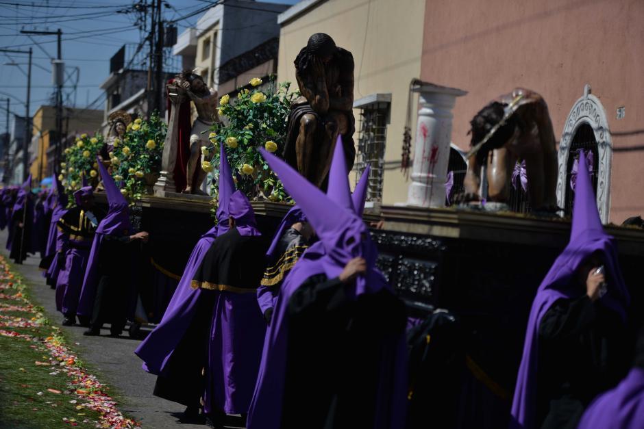 Pequeñas andas representan diversas partes del vía crucis. (Foto: Wilder López/Soy502)