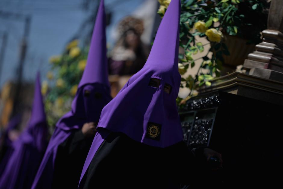 Capuchas son utilizadas por las personas que llevan las estaciones móviles. (Foto: Wilder López/Soy502)