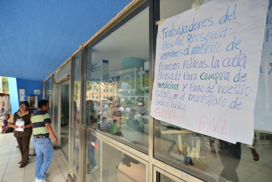 Empleados de salud pública exigen el pago de insumos y salarios atrasados. Desde este lunes, los médicos residentes entraron en asamblea permanente y limitan sus labores.(Foto: Wilder López/Soy502)