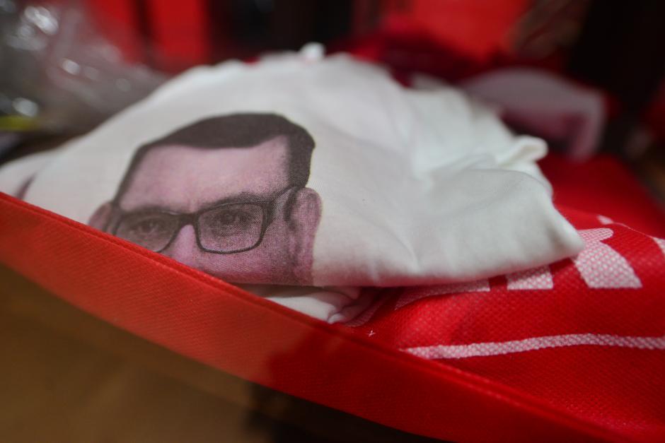 En la sede del partido Lider, hay una tienda de productos con el rostro de Manuel Baldizón que hoy no era atendida por nadie. (Foto: Wilder López/Soy502)
