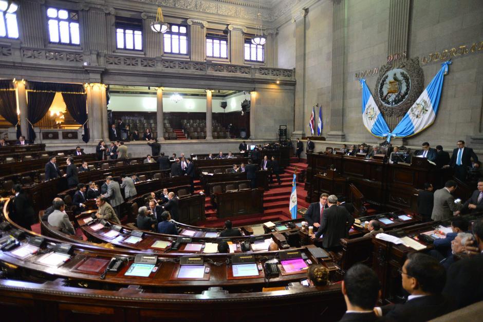 Diputados del Congreso de la República lograron luego de varias horas aprobar la Ley de Contrataciones del Estado. (Foto: Wilder López/Soy502)