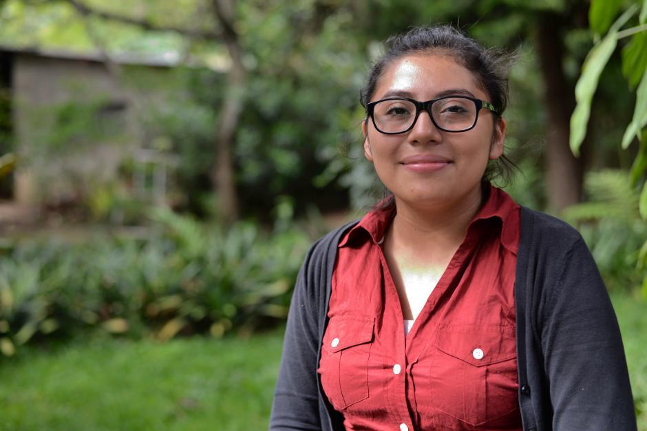 Paola de León, una joven que por medio del inglés busca realizar sus sueños. (Foto: Wilder López/Soy502)