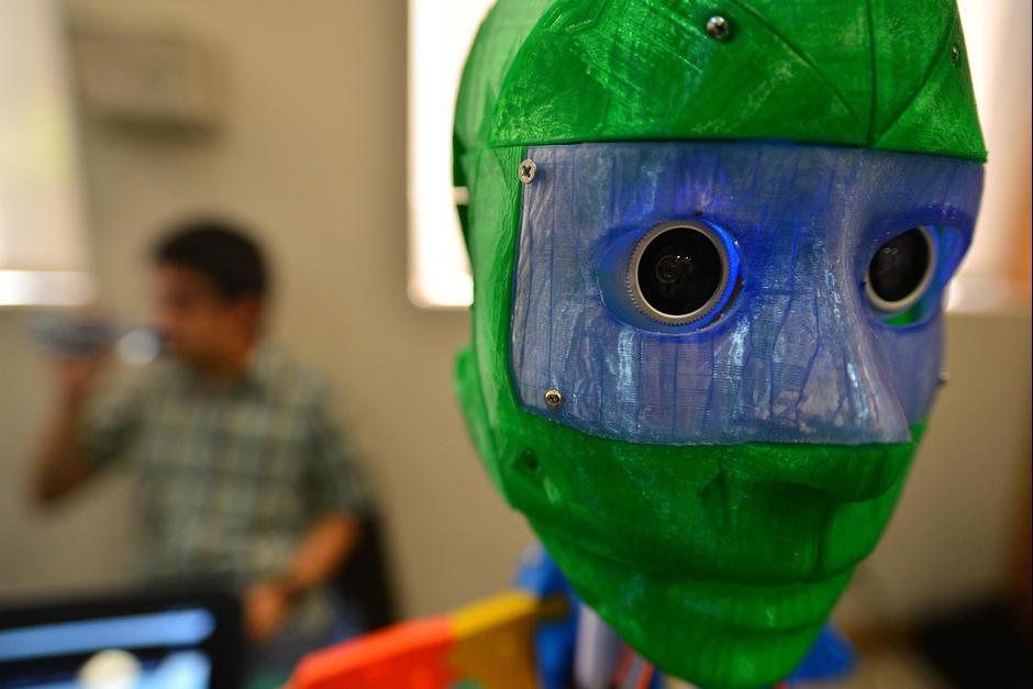 El robot de telepresencia ha sido uno de los proyectos que más ha hecho sobresalir a sus creadores. (Foto: Wilder López/Soy502)
