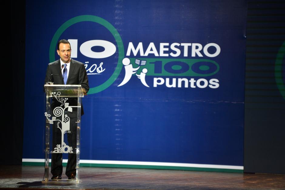 Gabriel Biguria, presidente de Empresarios por la Educación, dirigió unas palabras a los galardonados durante la premiación. (Foto: Wilder López/Soy502)