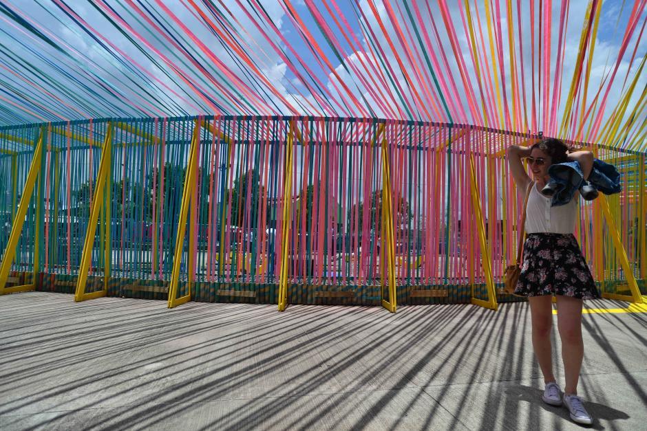 El proyecto artístico arquitectónico trata de una colorida estructura de textiles. (Foto: Wilder López/Soy502)