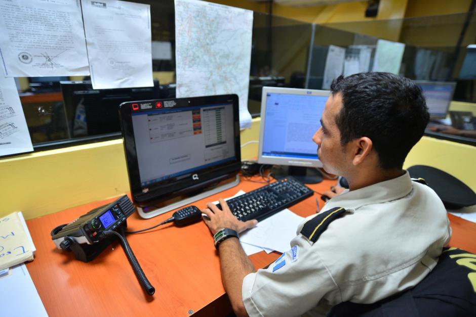 Al recibir una llamada, los operadores deben coordinar las unidades que esten cerca para que la emergencia sea atendida. En muchos casos la ayuda nunca llega. (Foto: Wilder López/Soy 502)